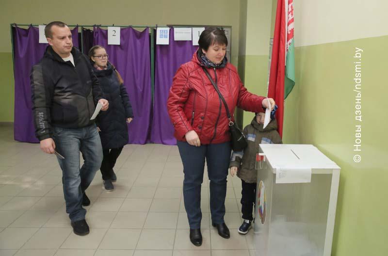 17.11.2019 Жлобинчане идут на избирательные участки целыми семьями