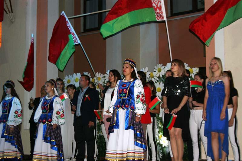 02.07.2020 В Жлобине исполнить гимн Беларуси можно будет на площадке возле Дворца культуры металлургов
