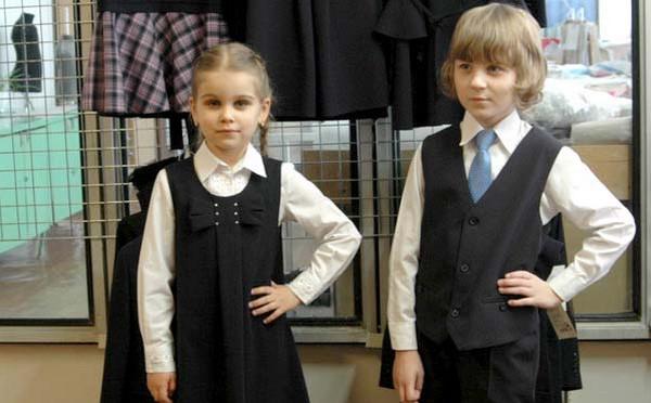 11.05.2020 Жлобинская швейная фабрика представила партию школьной одежды «Деловой стиль-2020»